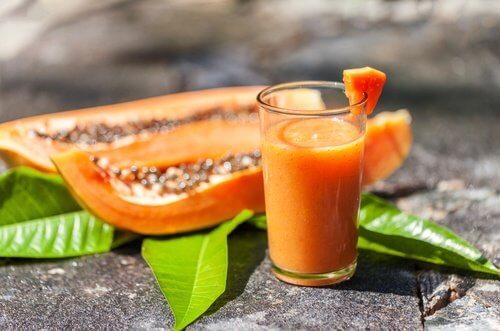 Gör din egen juice med papaya.