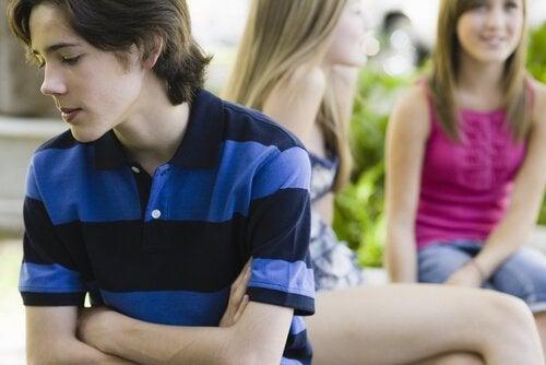 Tonåringar tenderar att jämföra sig med andra.