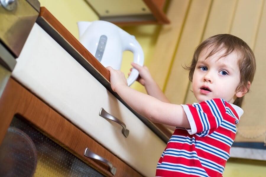 Vad ska jag göra om mitt barn har bränt sig?