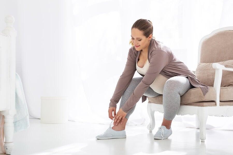De bästa typerna av skor för gravida kvinnor