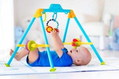 Babygym och lekparksaktiviteter för småbarn