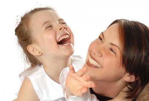 Så kan du utveckla dina barns humor