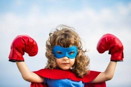 Utklädd till en superhjälte.