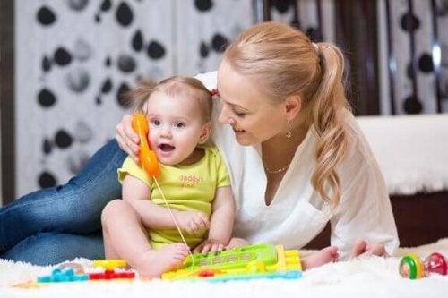 Tips för att stimulera bebisar till att börja prata