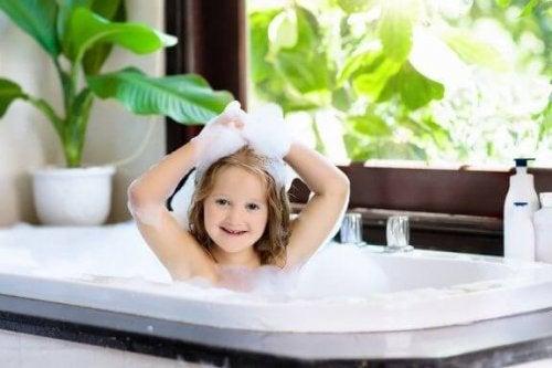 När kan barn bada själva?