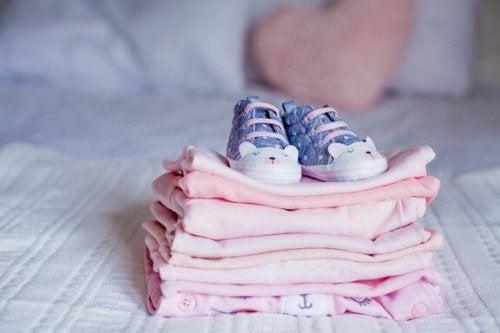 Tips på vad du kan göra med dina barns gamla kläder