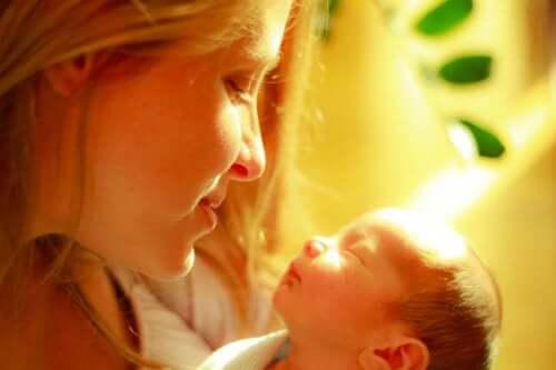 Moderns beröring lindrar smärta hos prematura barn
