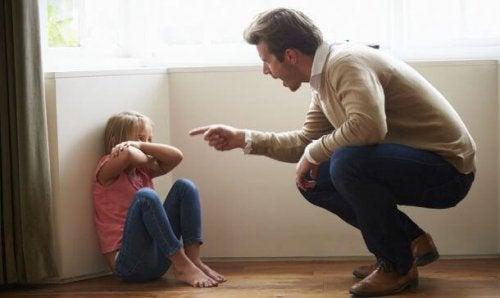 Pappa straffar dotter