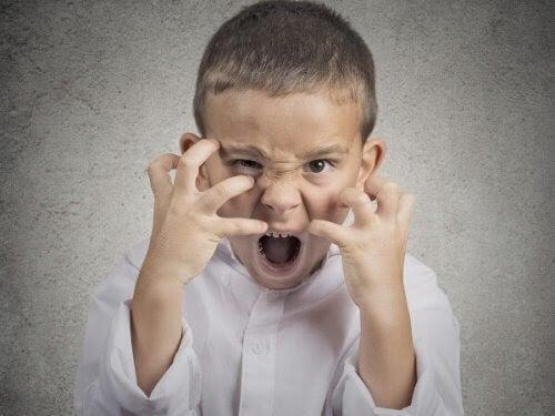barn som uttrycker ilska