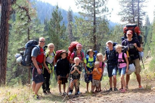 Stor grupp på vandring