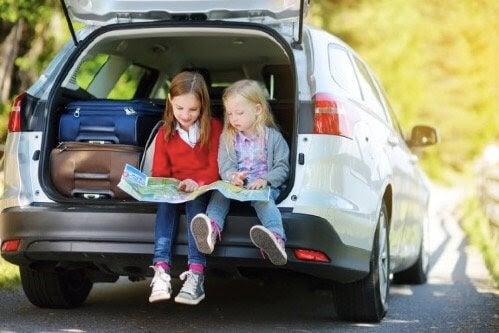 8 aktiviteter för att underhålla barn under långa resor