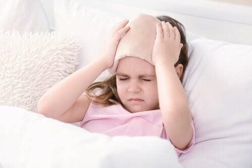 Migrän hos barn: Symtom, orsaker och behandling