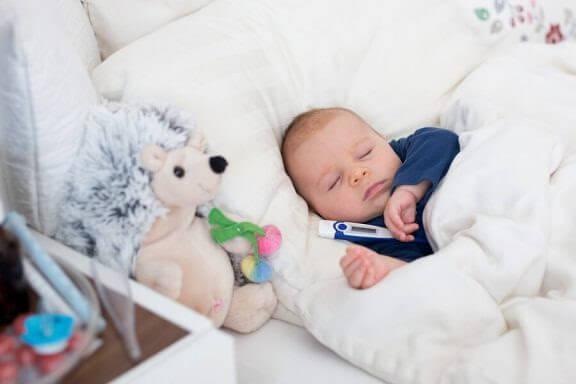 Tricks för att sänka feber på spädbarn
