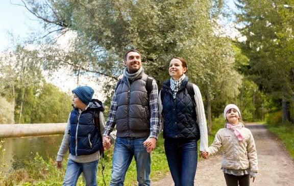 Fördelar med att gå ut och vandra med familjen