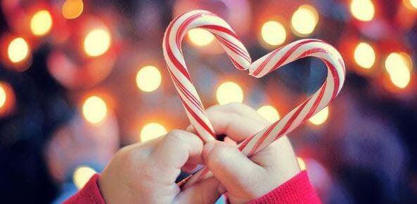 polkagrisar hålls ihop som ett hjärta