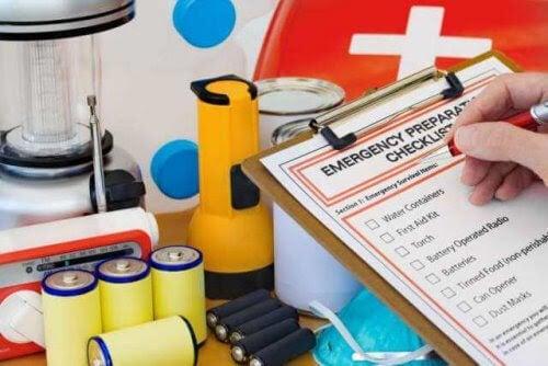 första hjälper utrustning med checklista