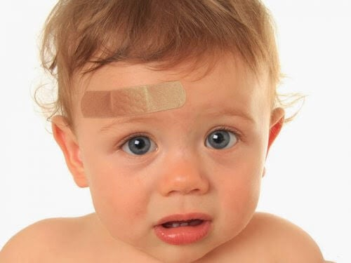 Vad ska du göra om ditt barn slår i huvudet?