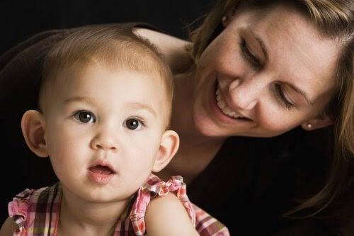 När du pratar väcker du barnets hjärna