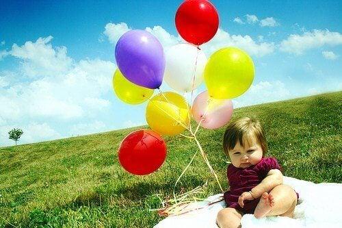 Roliga aktiviteter med färgglada ballonger.