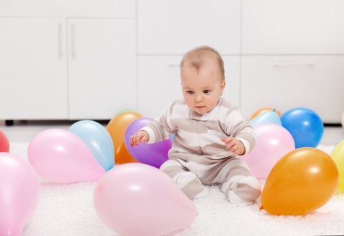 7 aktiviteter med ballonger för dig och din bebis