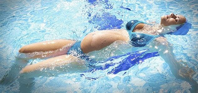 7 fördelar med att simma som gravid