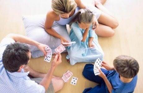 Att leka med dina barn gör dem mer intelligenta