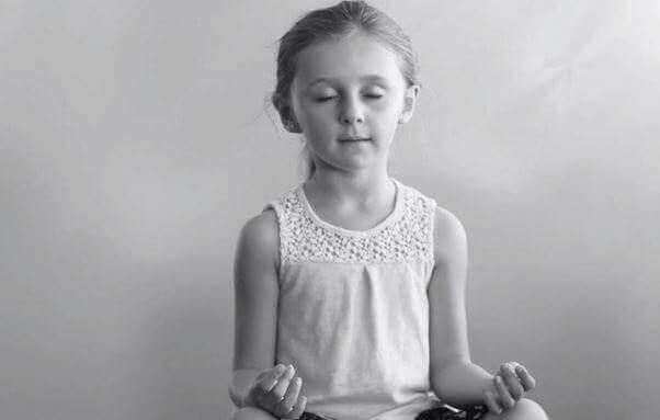 flicka mediterar