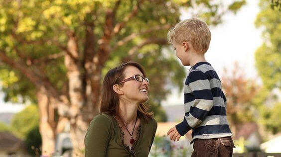 mamma talar med son