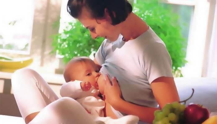 amning kan förebygga bröstcancerrelaterade dödsfall: baby ammar
