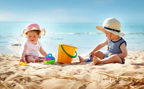 7 tips för att ta med din bebis till stranden för första gången