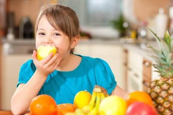 4 tips för att lära barn att ha en hälsosam livsstil