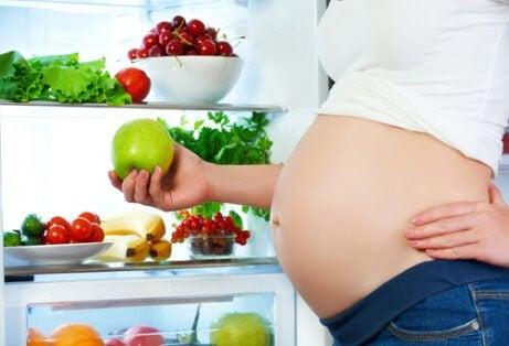Kan vissa livsmedel påverka fostrets rörelser?