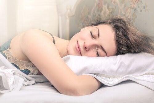 kvinna sover