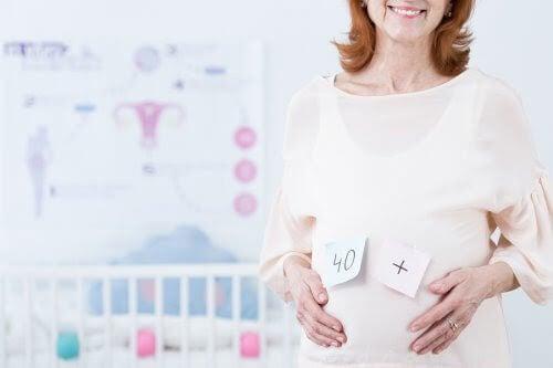 skaffa barn senare i livet: äldre gravid kvinna