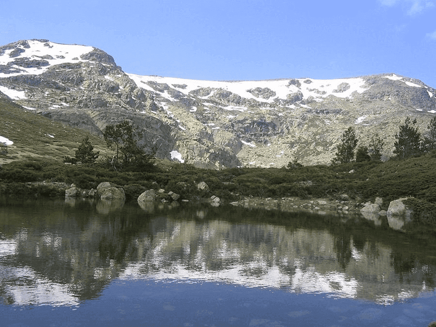 Sjö och berg
