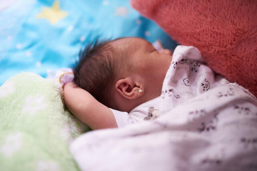 nyfödd sover