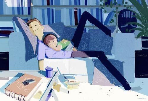 pappa och dotter sover på soffan