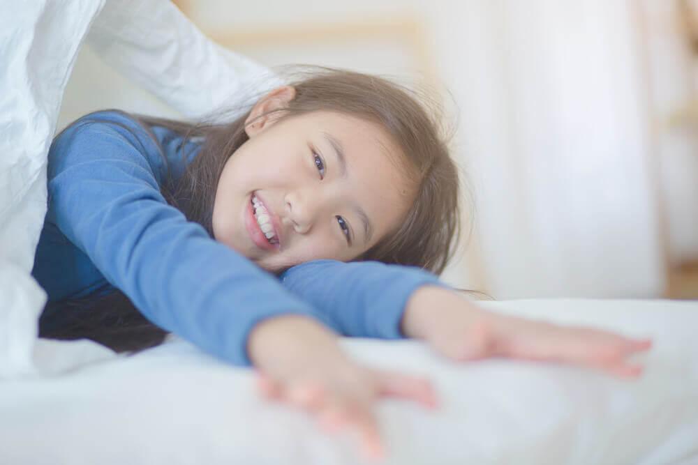 Hur kan du hjälpa ditt barn att vakna på gott humör?