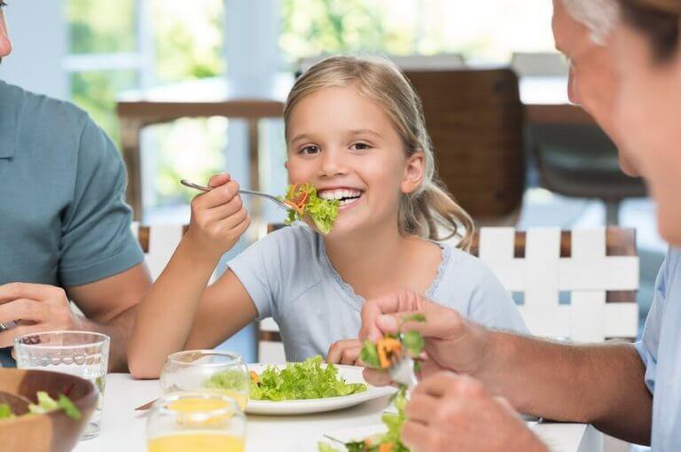 Vikten av att lära barn fint bordsskick