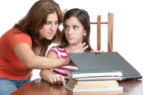 Hur man undviker att vara en för kontrollerande förälder