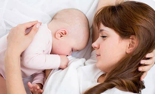 sexualitet och amning: baby ammar