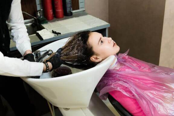 Kan man rakpermanenta håret när man är gravid?