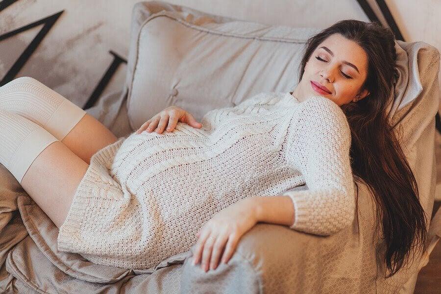 Att sova mycket under graviditeten: Är det normalt?