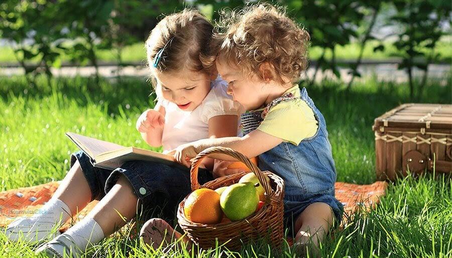 sociala färdigheter: två barn leker
