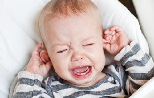 Öroninflammation hos spädbarn: Symptom och behandling