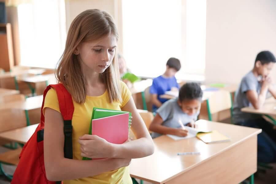 nedstämd flicka i skolan