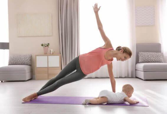 De bästa sätten att träna efter förlossningen