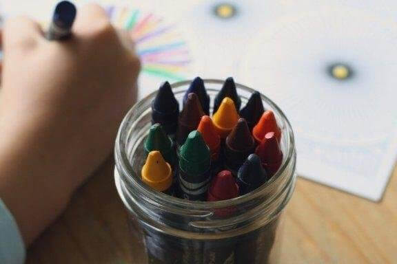 Hur man tolkar färger i barns teckningar