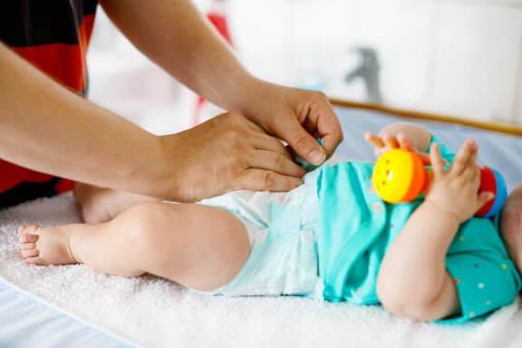 När bör du byta blöja på din bebis?
