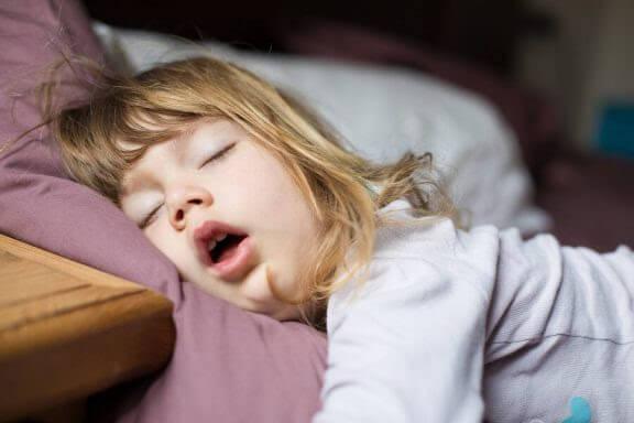 Vad ska man göra när barn andas genom munnen?